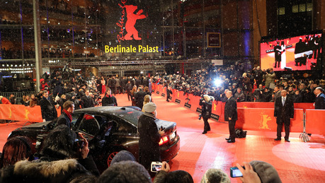 Guests arrive for the premiere of the movie 'The Grandmaster' ('Yi dai zong shi') during the 63rd annual Berlin International Film Festival, in Berlin, Germany, 07 February 2013. The movie has been selected as the opening film for the Berlinale and is running in the offical section out of competition. Photo: Kay Nietfeld/dpa  +++(c) dpa - Bildfunk+++