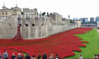 Instalația Blood swept Lands and Seas of Red , Londra 2014